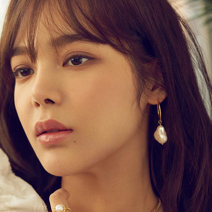 <b>수영, 박시연 착용</b><br>Midnight Sun Large Pearl Hoop Earrings