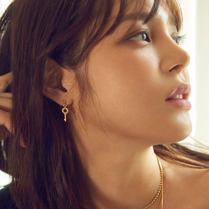 <b>보아, 문근영 착용</b><br>Midnight Sun Mini Key Earrings